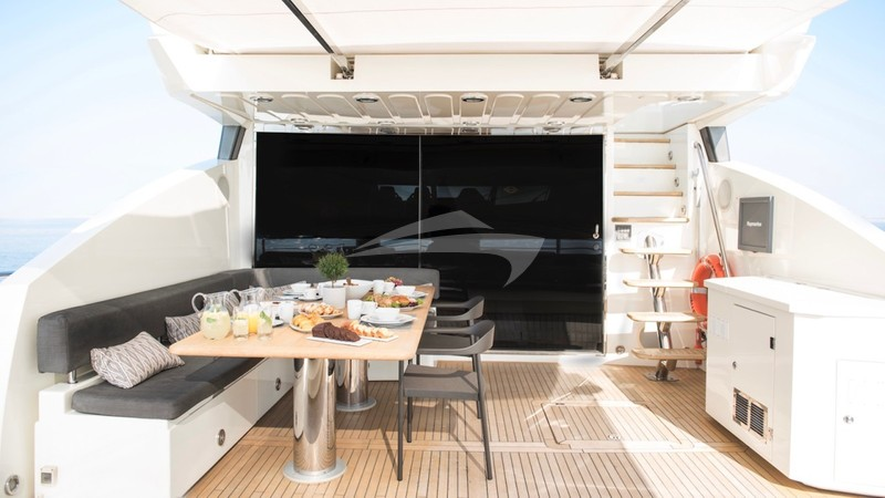 BLADE 6 :: After Deck Dining