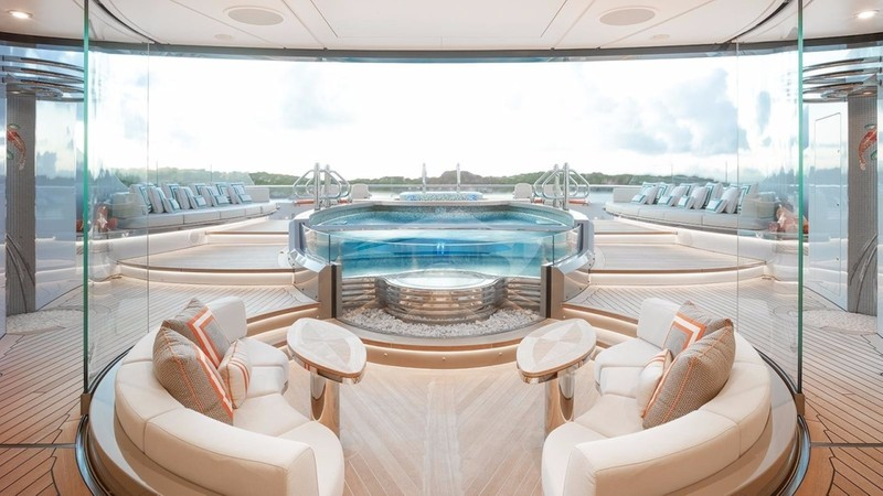 KISMET :: Sun Deck and Jacuzzi