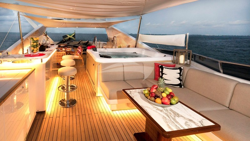 GLADIUS :: Sun Deck Forward Looking Aft