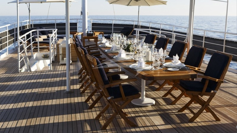 DIONEA :: Deck Dining