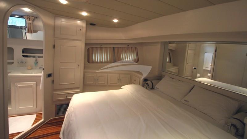 Forward Master Cabin - SERENITY 70 Charter Yacht