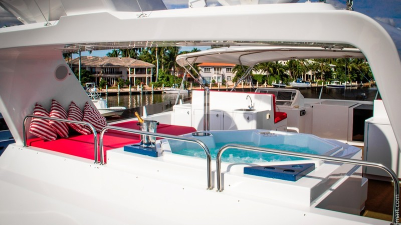 MURPHYS LAW :: Jacuzzi on Flybridge