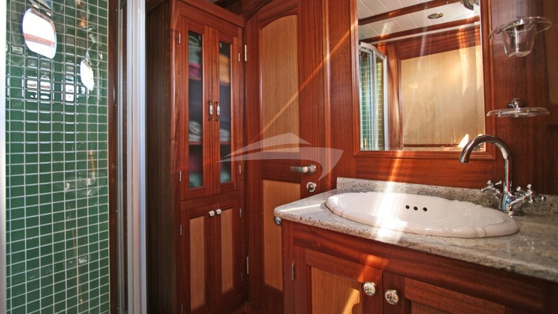 Master Bathroom - HAYAL 62 Yacht Charter