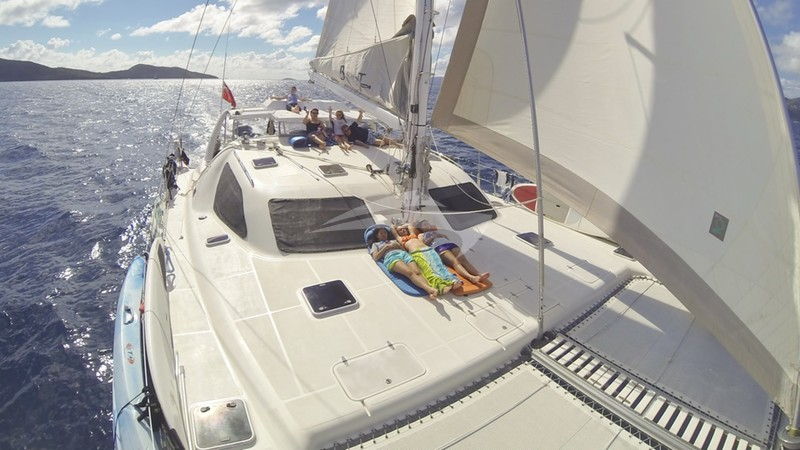 BRAVEHEART :: Relax on deck and sail around the Caribbean