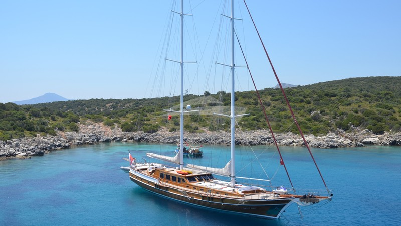 QUEEN OF KARIA :: At Anchor