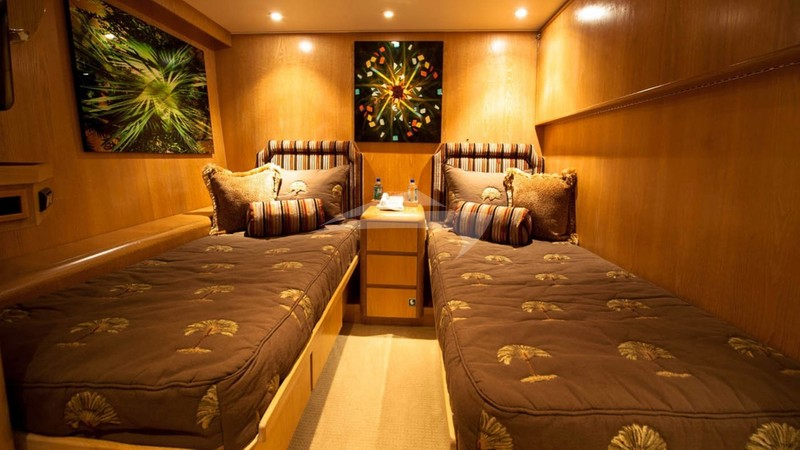 Twin guest cabin - FREEDOM 120 Yacht Charter