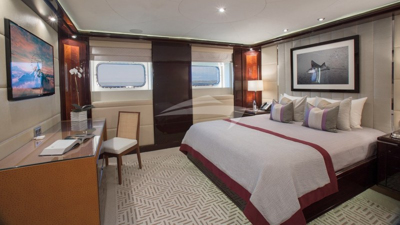 DREAM :: King Stateroom