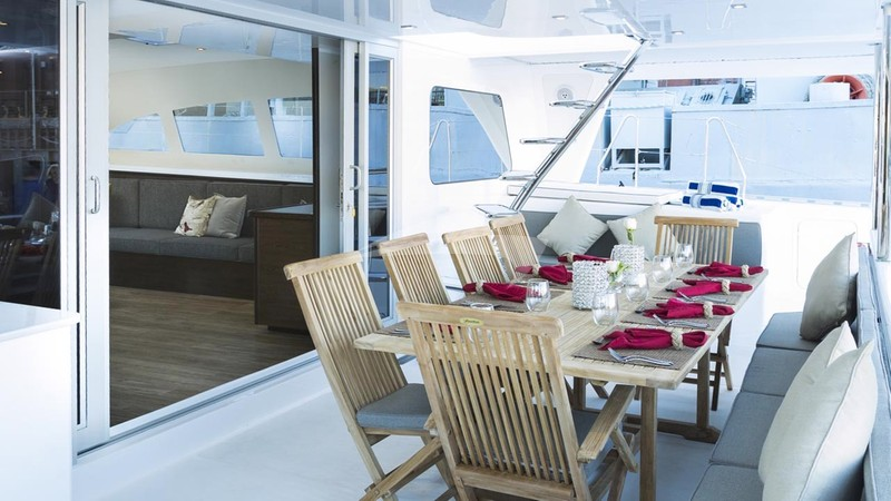 TRANQUILITY :: Aft dining area