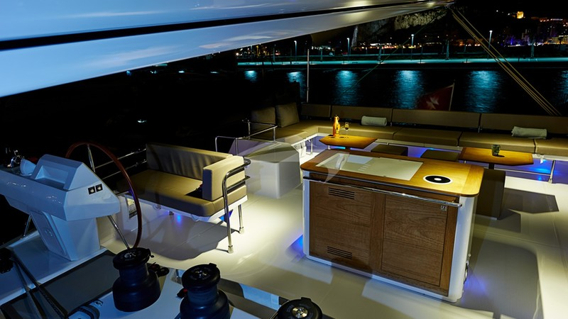 Sundeck and wet bar - LIR Yacht Charter