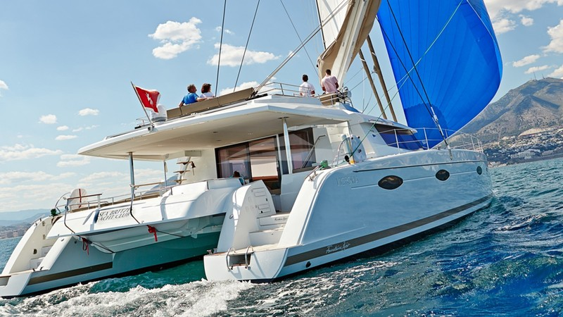 Under sail - LIR Yacht Charter