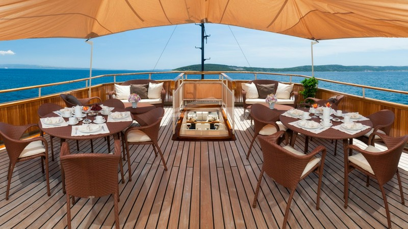 Alfresco dining - SEAGULL II Charter Yacht