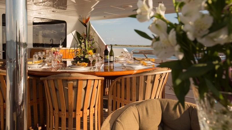 I LOVE THIS BOAT :: Bridge Deck Dining