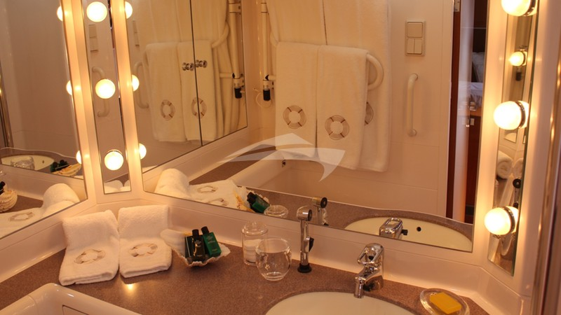 CALLISTO :: Guest Bathroom