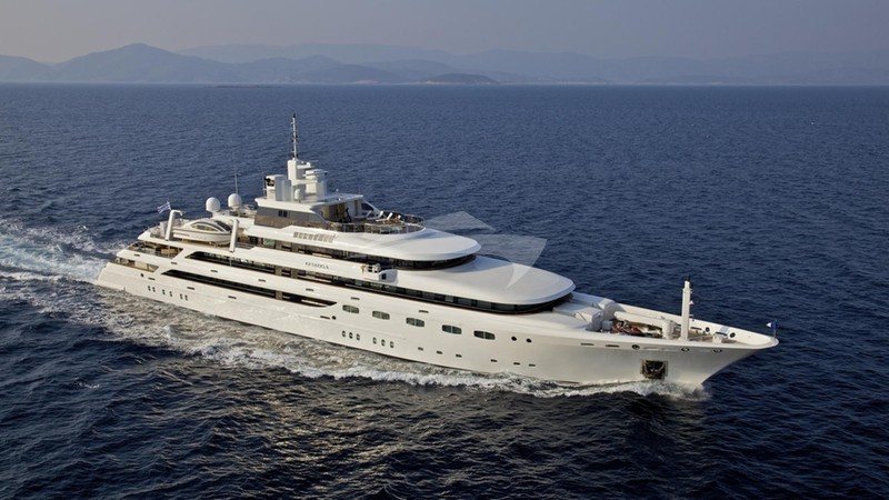 O'MEGA Yacht for Charter