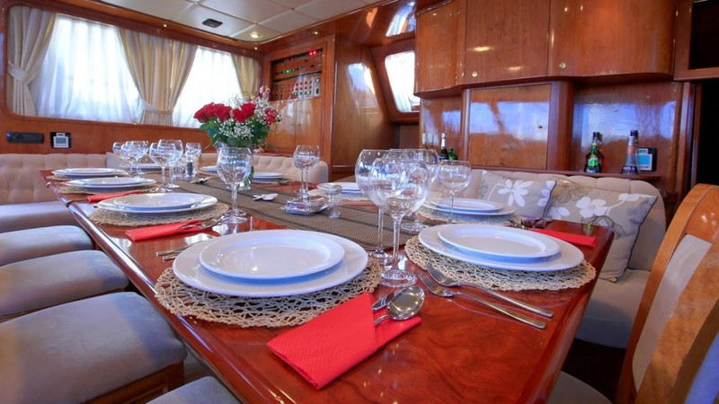 Dining Detail - TROIA Yacht Charter