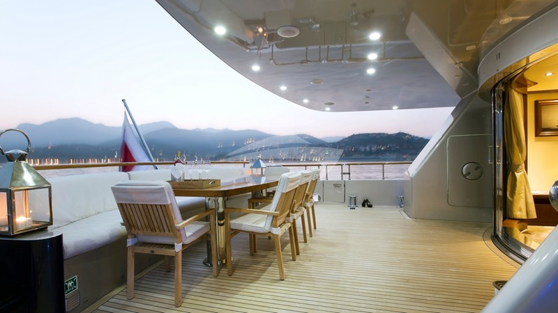 XO OF THE SEAS :: Aft deck space and seating