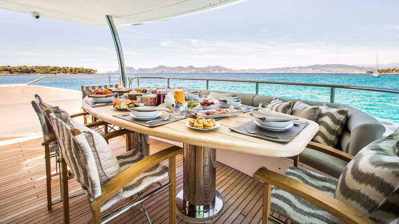 BIANCINO :: Aft Deck DIning