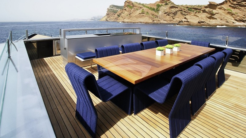 BLADE :: Deck Dining Area