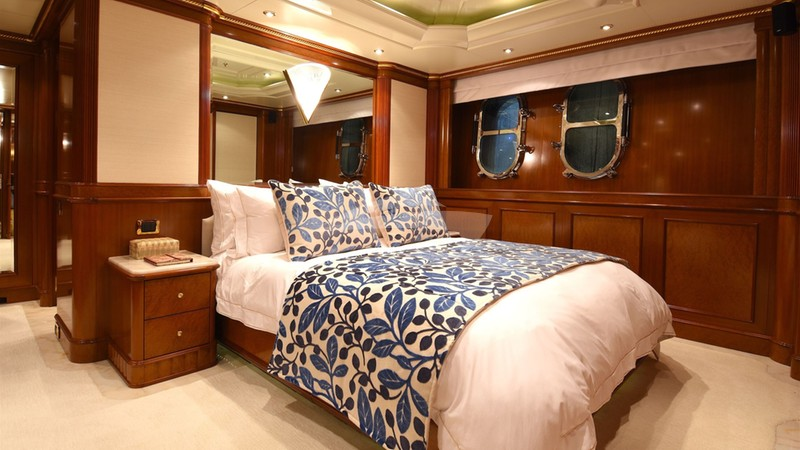 LADY MICHELLE :: Queen Stateroom