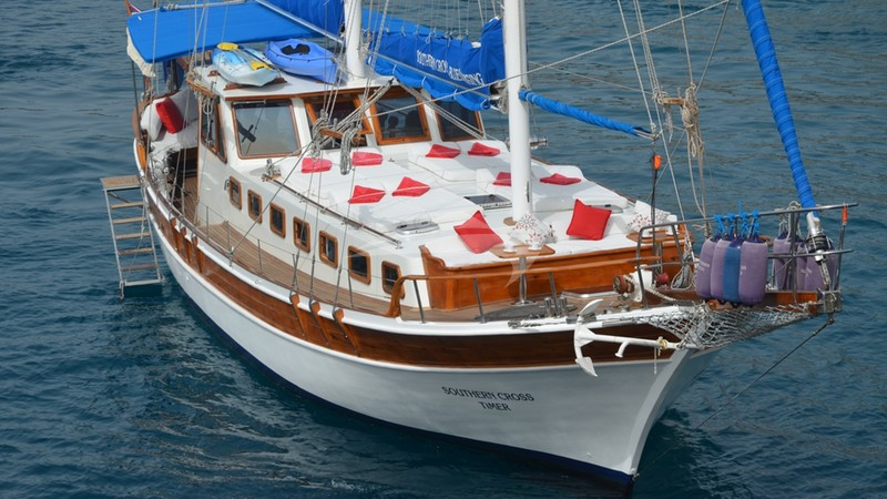 Ready for that swim - SOUTHERN CROSS TIMER Yacht Charter
