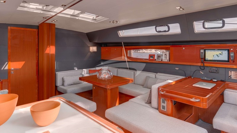 OCEAN STAR :: Spacious & comfy saloon