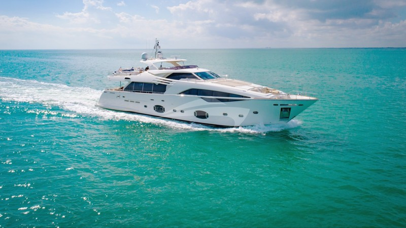 AMORE MIO Yacht Charter
