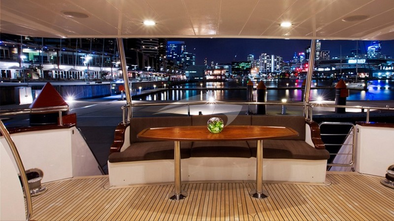 PEARL :: Deck Seating and DIning