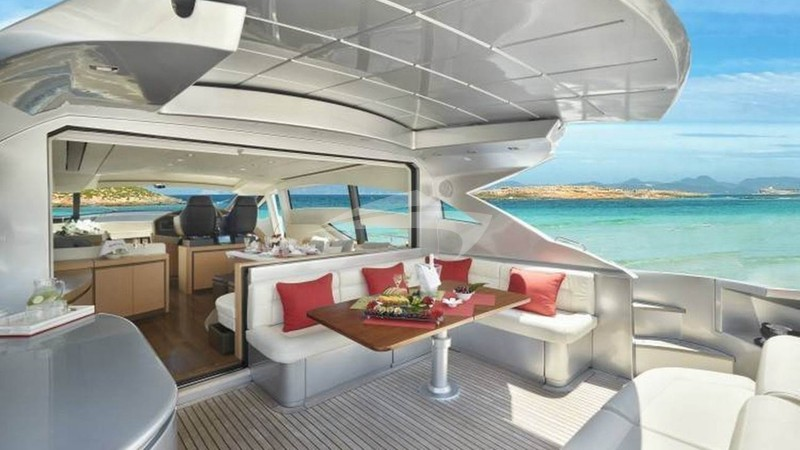 LEGENDARY :: Aft Deck Dining
