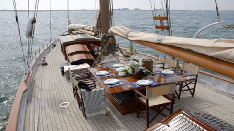 ORIANDA :: Dining on deck