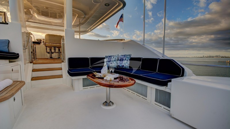 Flybridge aft seating