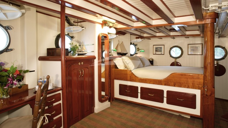 PACIFIC YELLOWFIN :: Master Stateroom with Queen Bed on Main Deck.