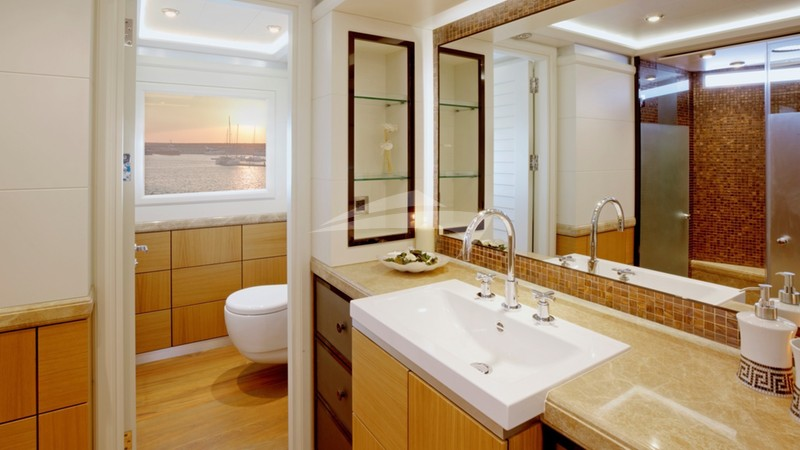 QUARANTA :: Master bathroom