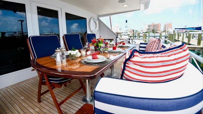 IMPULSE :: Aft Deck Dining