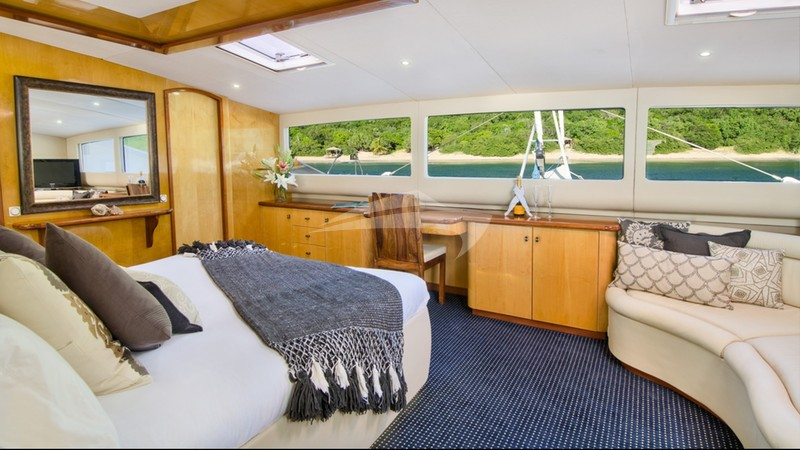 ZINGARA :: Main deck master king guest suite