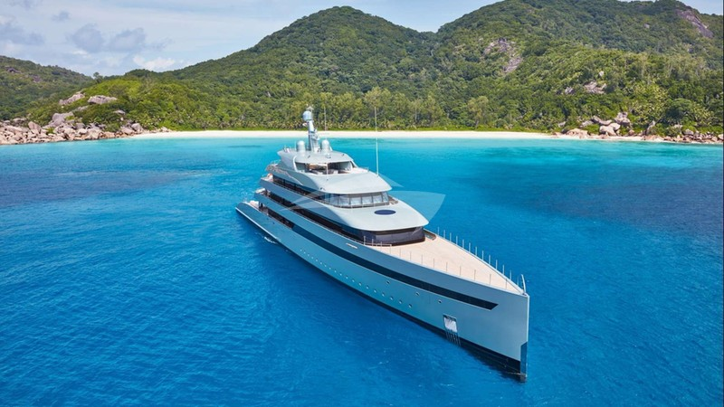SAVANNAH Yacht for Charter