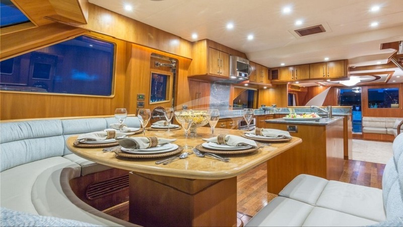 ANDIAMO 92' :: Galley dining