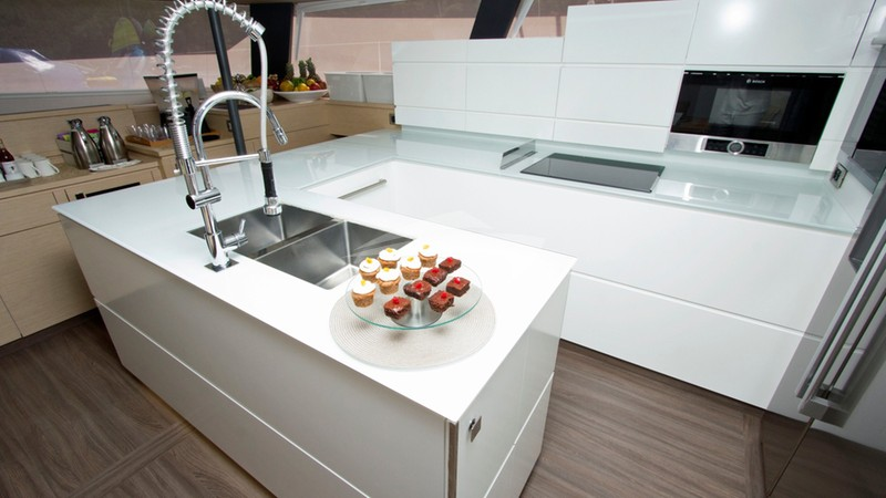 NENNE :: Spacious Galley and Open Plan Lounge