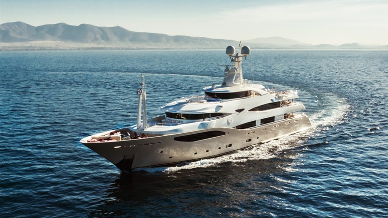 LIGHT HOLIC Yacht Charter