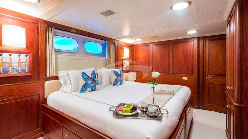 LADY J :: Lady J king-to-twin convertible stateroom