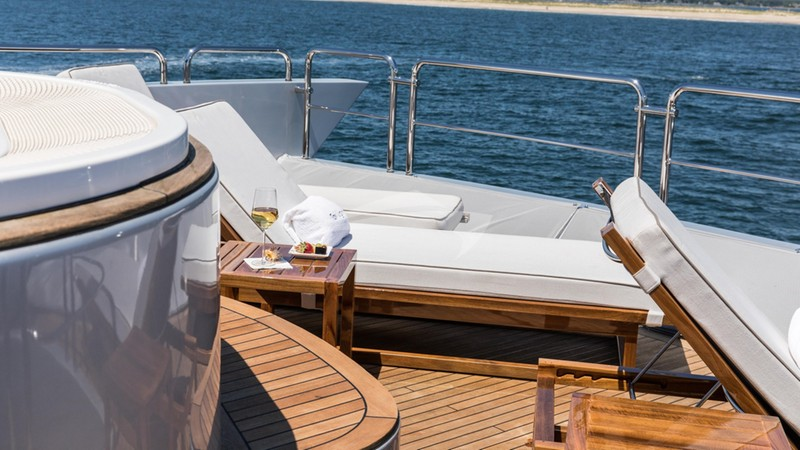 Sun Loungers Flybridge Aft