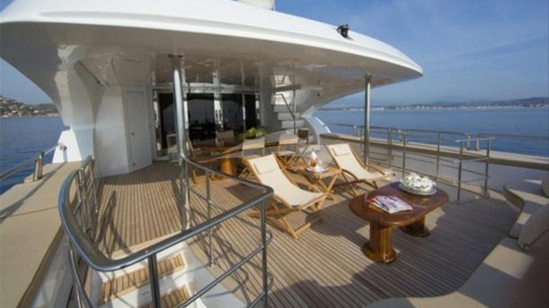 LADY G II :: Deck Seating