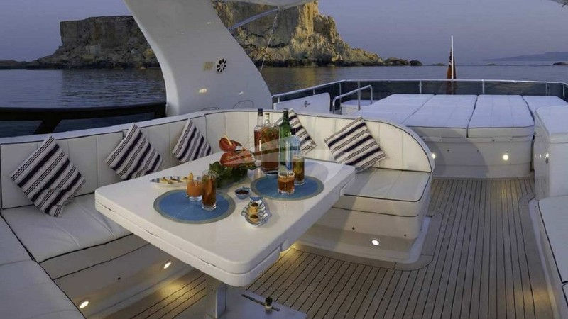 MEME :: Top Deck & Sun Loungers