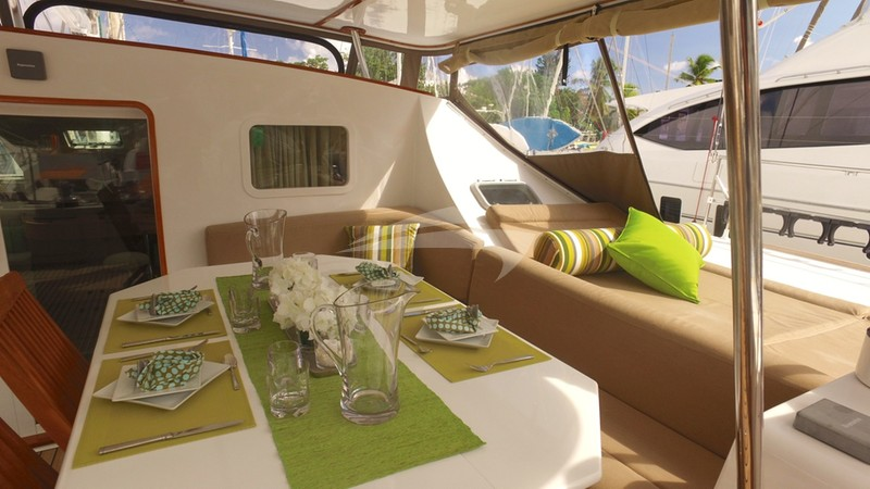 Dine in the cool breezes of the Caribbean - AD ASTRA Charter Yacht
