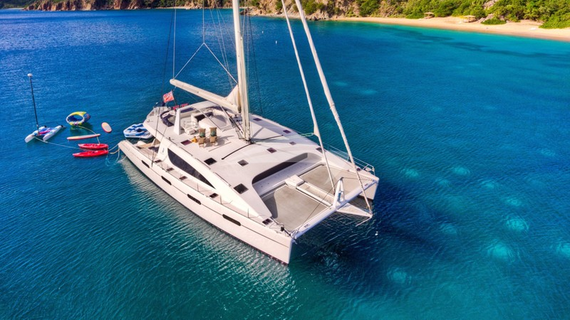 ZINGARA :: Watersports galore off the stern