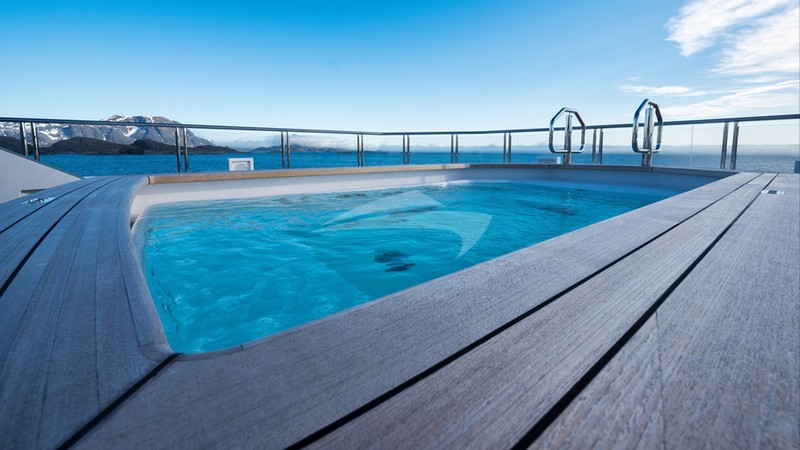 CLOUDBREAK :: Swimming pool and deck space