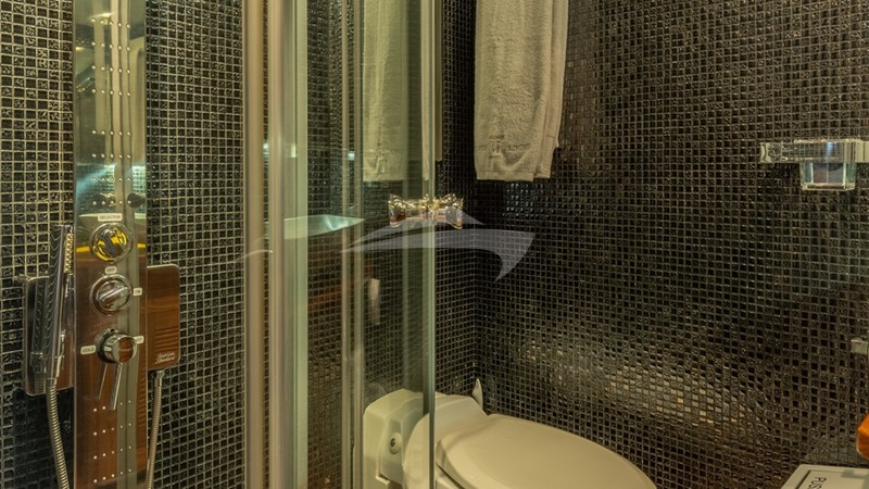 SILVERLINING :: VIP Cabin - ensuite bathroom
