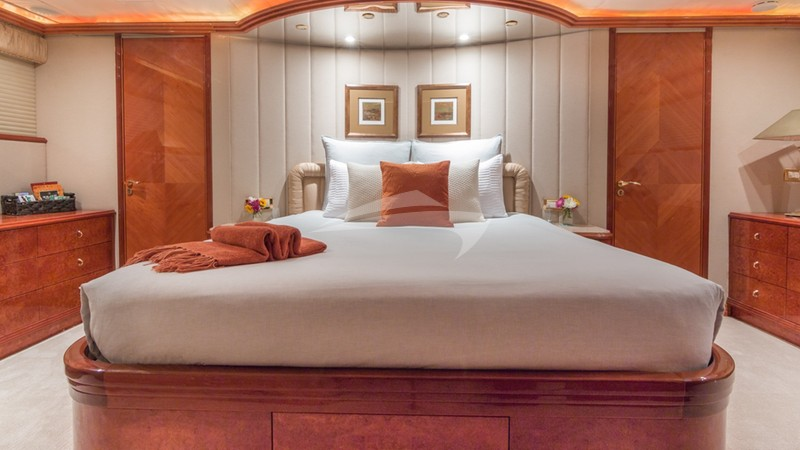 TROCA ONE :: Master Stateroom