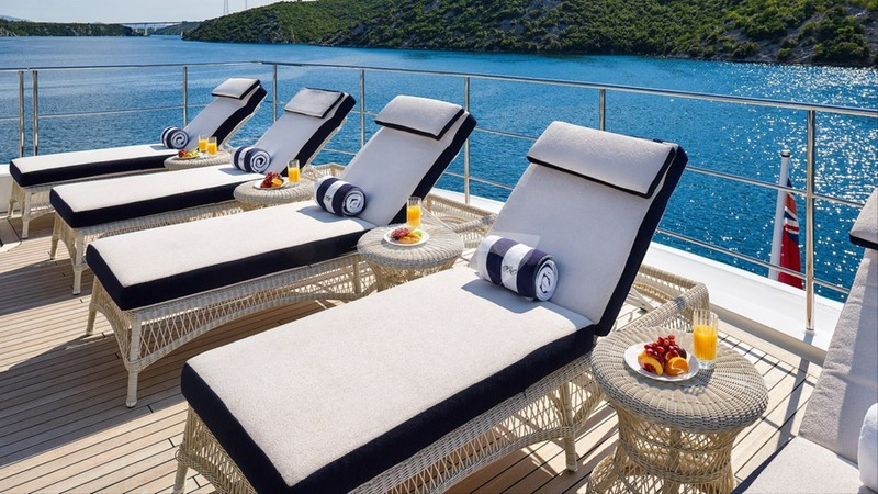 REVE D'OR :: Sundeck loungers