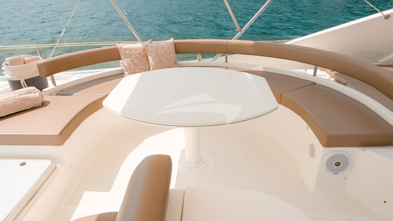 Flybridge seatng area