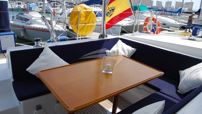 Alfresco dining area and cockpit